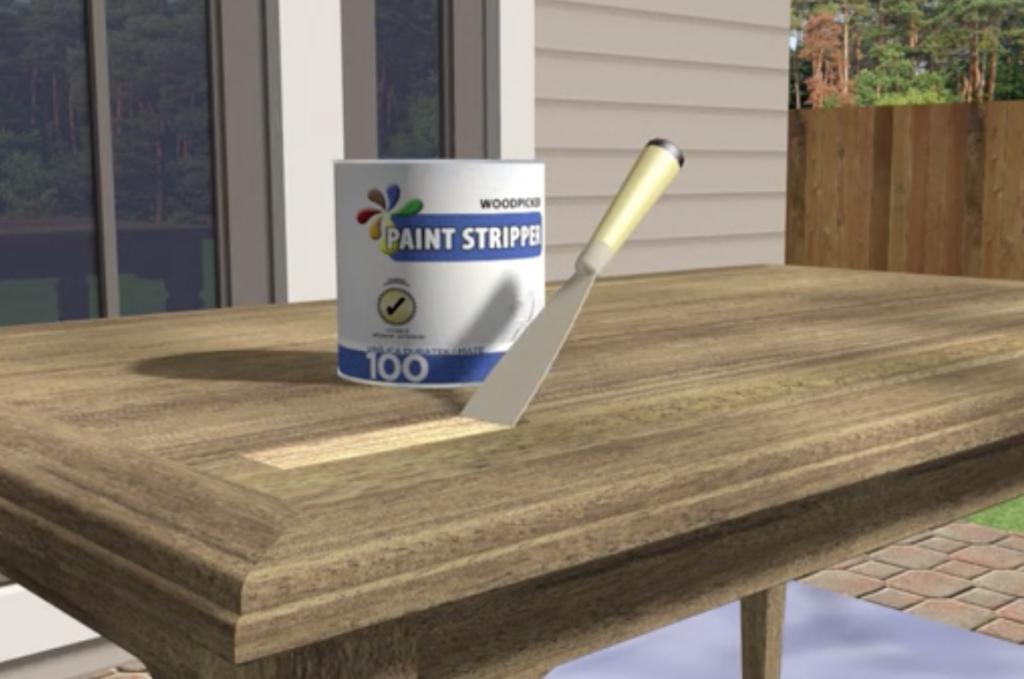Rimuovere la vernice con un raschetto di plastica
