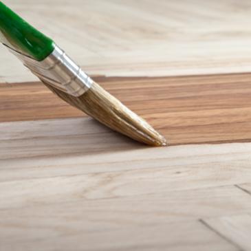 Come riverniciare un tavolo di legno?